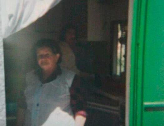 Mi abuela en su cocina y con su mandil.