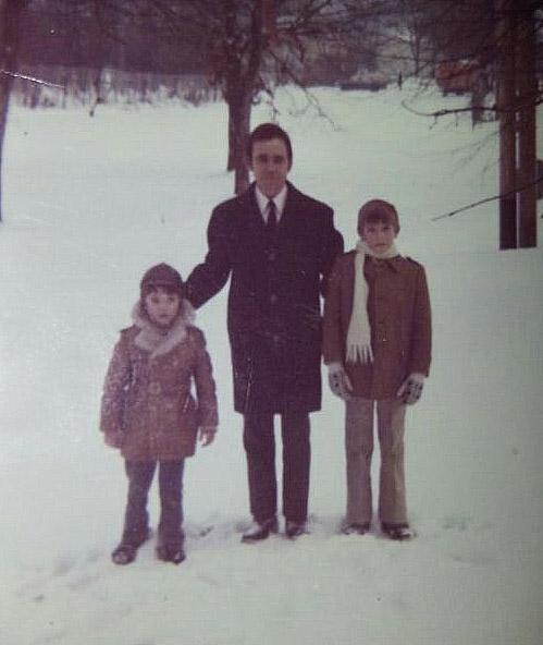 Mi hermano, mi padre y un servidor en la nieve de Alemania.