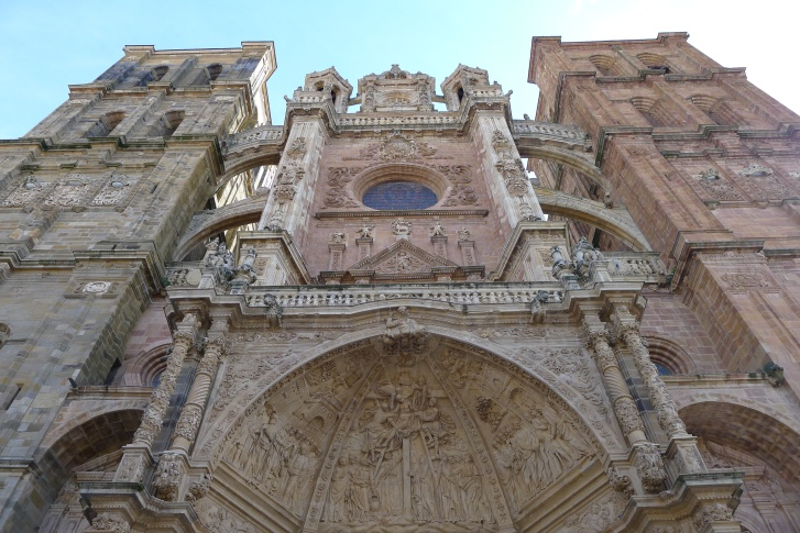 La espectacular fachada de la catedral